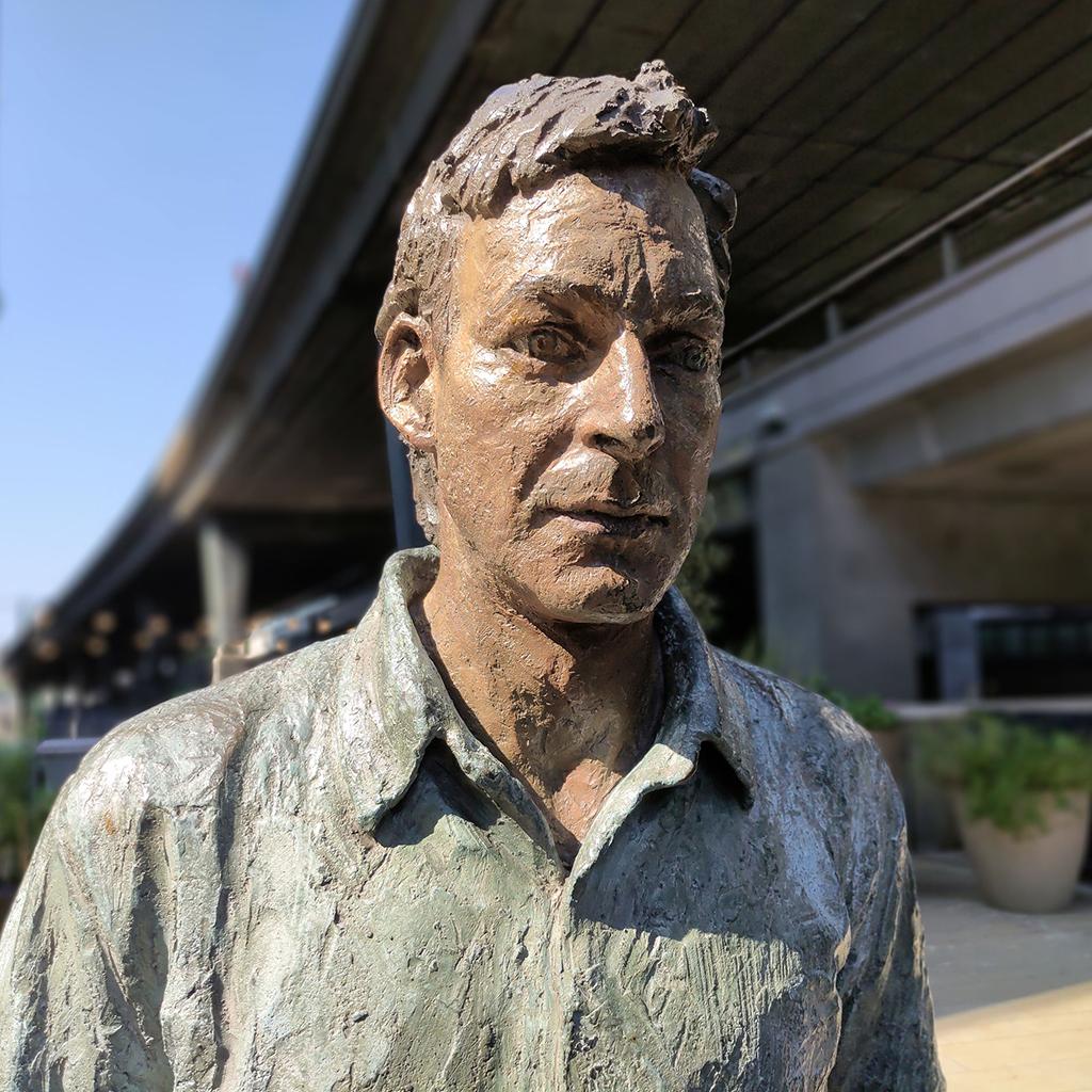 Фото статуи ZTE Axon 30